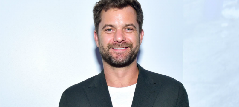 Joshua Jackson Sneaks Up on a Fan Wearing His Conway 'Mighty Ducks' Jersey