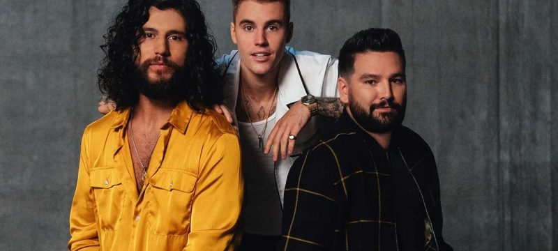 Justin Bieber Lights Up Hollywood Bowl While Making CMA Awards Debut Performing '10,000 Hours' With Dan + Shay