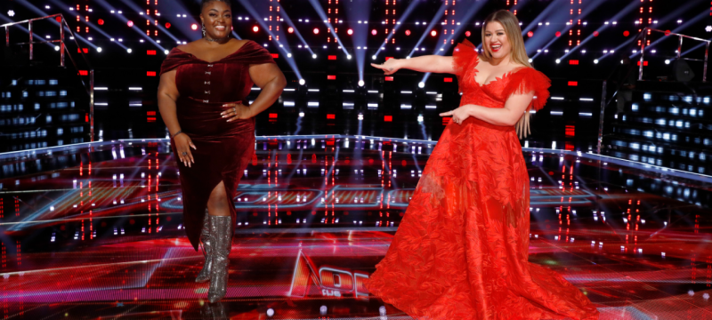 'The Voice' Finale: Kelly Clarkson and DeSz Team Up on Show-Stopping 'I'm Every Woman' Duet