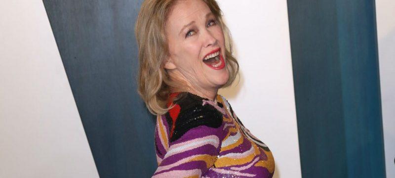Catherine O'Hara Recreates Iconic 'KEVIN!' 'Home Alone 2' Fainting Scene