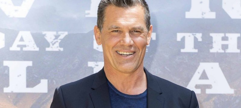 Josh Brolin Poses Completely Nude in Pic Taken by His Wife Kathryn